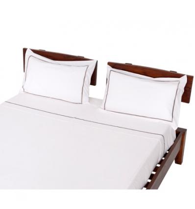 bett mit umrandung manis h kinderbett odin wei 90 x 200 cm dolphin moby extra absturzsicherung. Black Bedroom Furniture Sets. Home Design Ideas